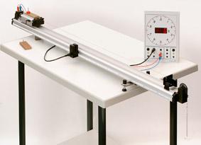 Zusammenhang zwischen Beschleunigung, Kraft und Masse - Messung mit Elektronischer Stoppuhr