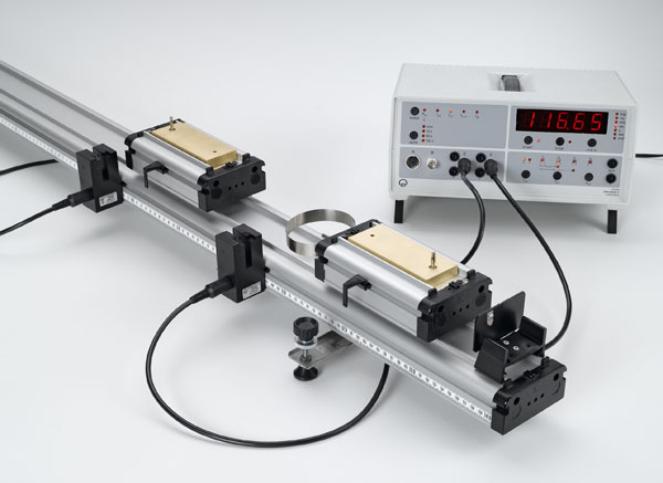 Energie und Impuls beim elastischen und inelastischen Stoß auf der Rollenfahrbahn - Messung mit zwei Gabellichtschranken und Zählgerät