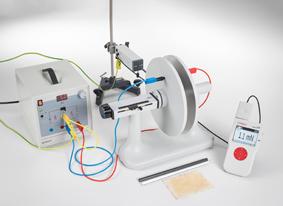 Messung der Kraft auf eine elektrische Ladung in einem homogenen elektrischen Feld - Messung mit Kraftsensor