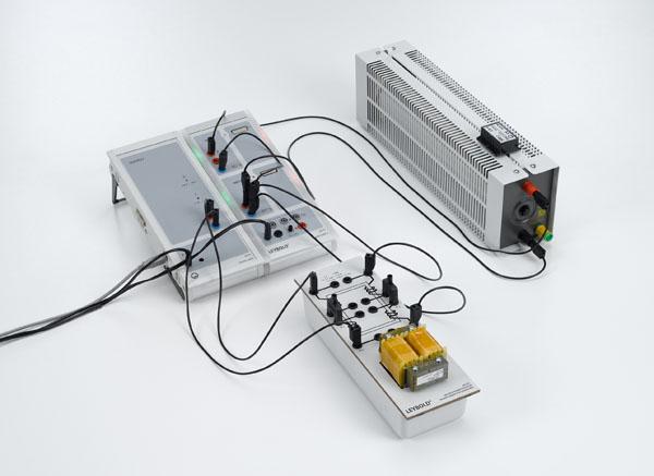 Zeitabhängige Aufzeichnung von Spannung und Strom beim belasteten Transformator