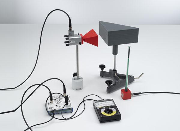 Untersuchung der Totalreflexion mit Mikrowellen