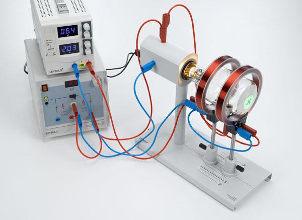 Ablenkung von Elektronen in einem axialen magnetischen Feld