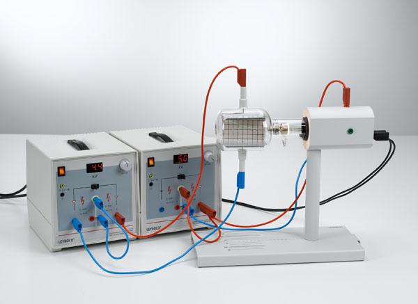 Untersuchung der Ablenkung von Elektronen in elektrischen und magnetischen Feldern