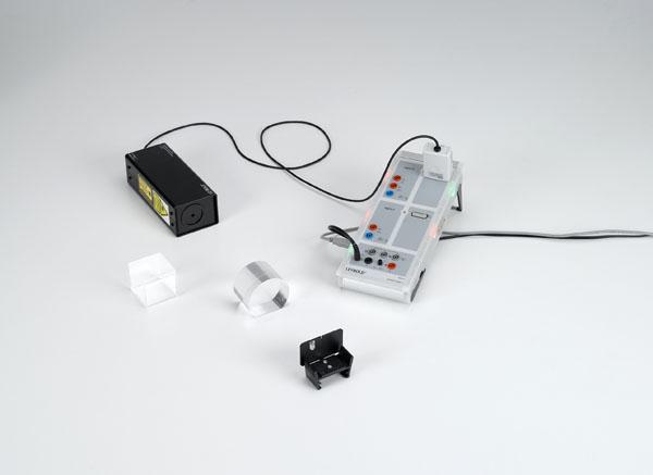 Bestimmung der Lichtgeschwindigkeit in verschiedenen Ausbreitungsmedien - Messung mit Laser-Bewegungssensor S und CASSY