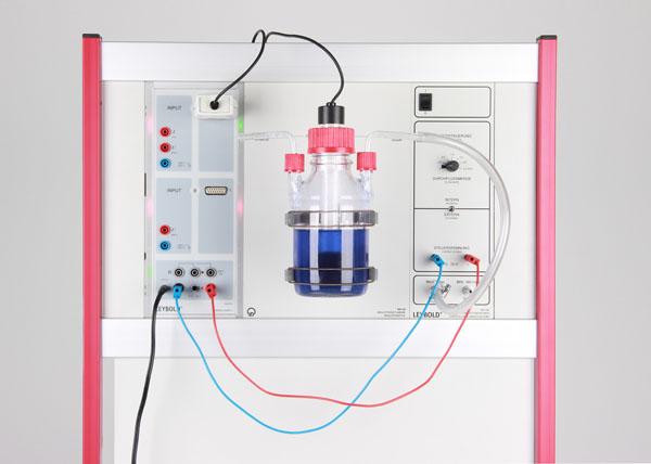 Der automatisierte Blue-Bottle-Versuch - eine reversible Redoxreaktion